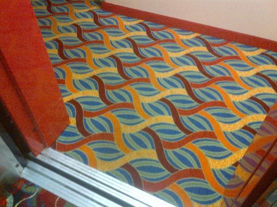 Crystal Star Inn: elevator exit and hallway