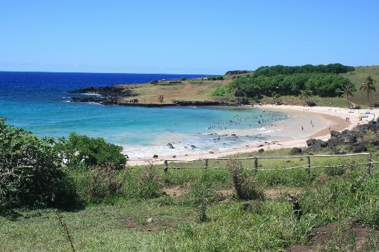 Anakena Beach: The beach from the road