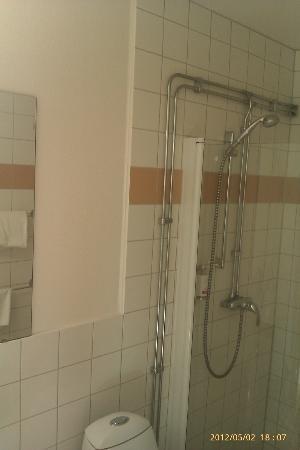 First Hotel Jorgen Kock: Halvtrist badrum