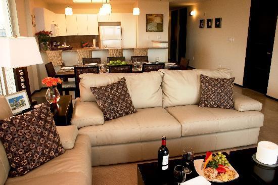 Peninsula Island Resort & Spa: Comedor y sala