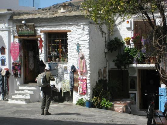 El CastaNar Nazari: Typican scene in Pampaneira