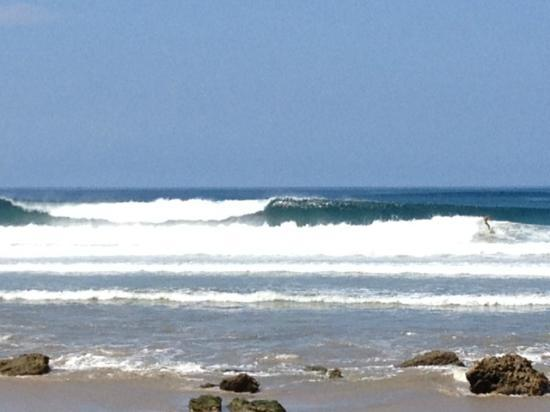 Pacifica Surf Studios: Really good sand bars in the back yard