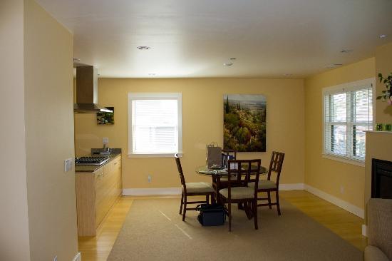 Auberge Sonoma: dining room