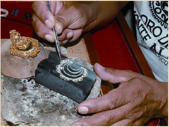 Oro de Monte Albán: Admire for yoyurself how our jewelry is done!!