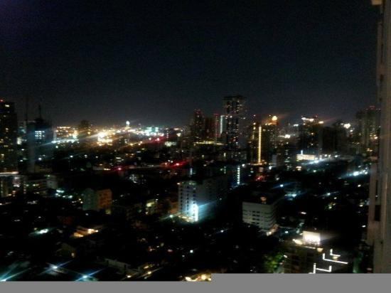 Somerset Sukhumvit Thonglor Bangkok: view at night