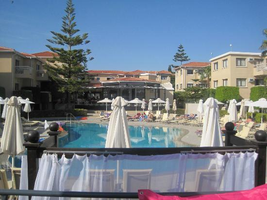 The King Jason Paphos: Day view from very comfy seating area with waiter service!