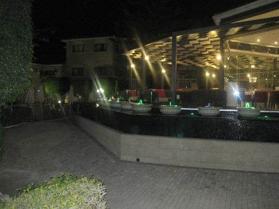 The King Jason Paphos: Resturant view at night