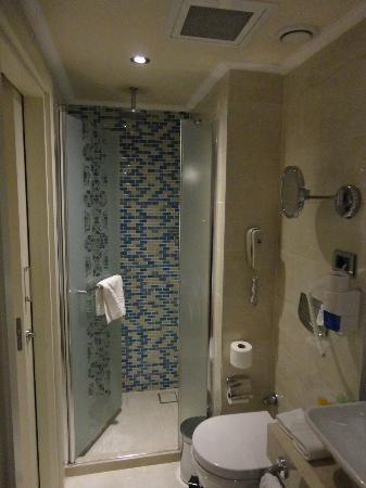 Grand Durmaz Hotel: Dusche