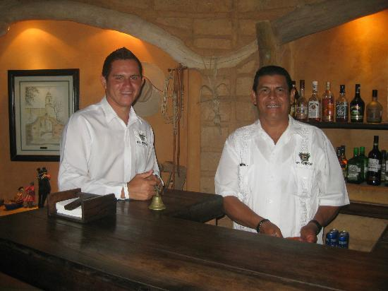Casa Cuitlateca: Our friendly bartenders...