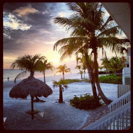 Tiki On The Beach: Blick vom Zimmer zum Strand