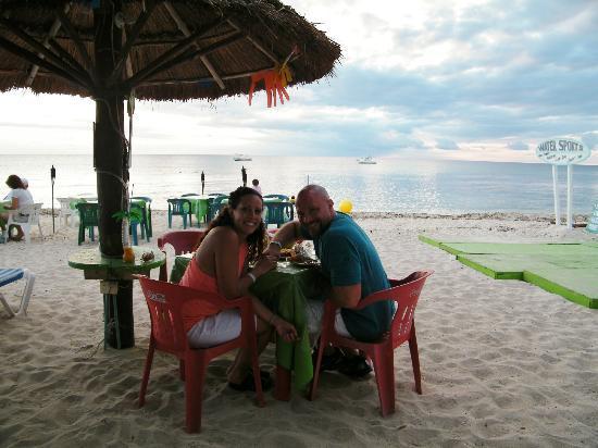 Alberto's Beach Bar Restaurant : Table second night
