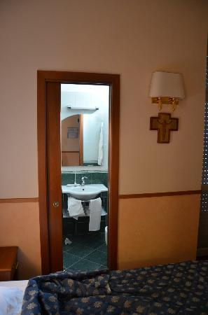 Frate Sole: Bathroom
