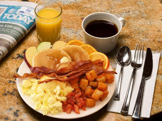 West Inn & Suites Carlsbad: Complimentary Breakfast