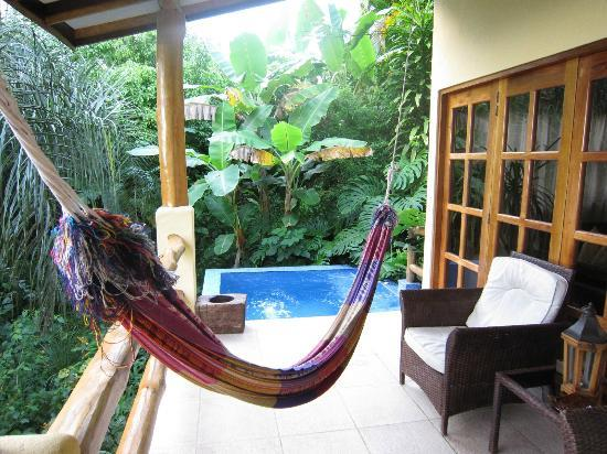 Casa Chameleon: villa vista porch/pool