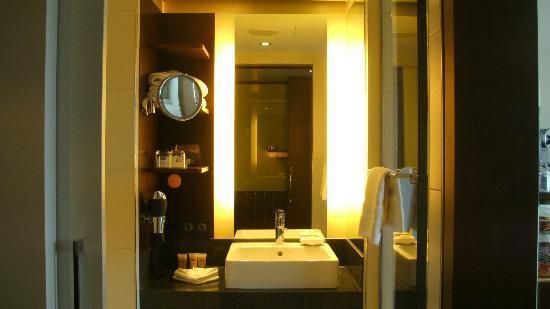 Pullman Köln: Badezimmer Deluxe Zimmer