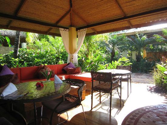 Casa Chameleon : outdoor dining area