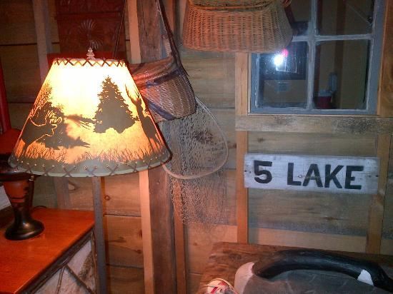 Common Man Inn & Spa: Cool rustic camp theme