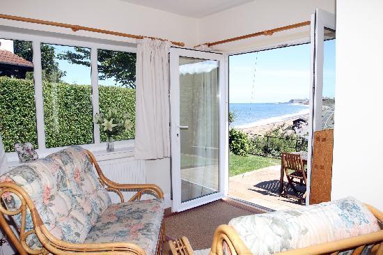 Sandsend Cottages: Craigmore Garden room