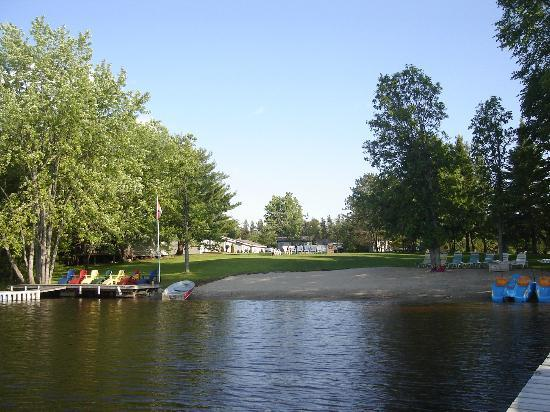 Four Winds Cottage Resort: View of beach and grounds from the lake