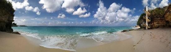 Rainbow Beach Club: panoramic of private beach