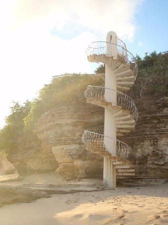 Rainbow Beach Club: staircase to beach