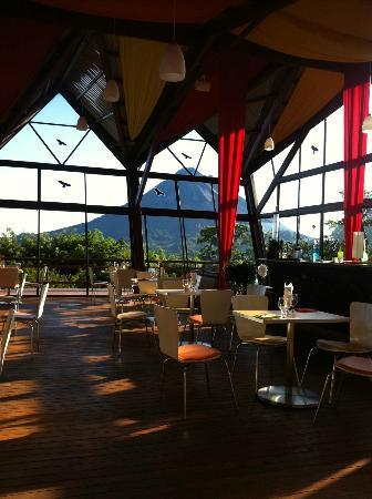 ChillOut Restaurante: Vista a el Volcán Arenal