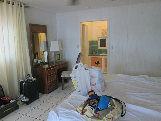 Pelican Beach Hotel: Our room