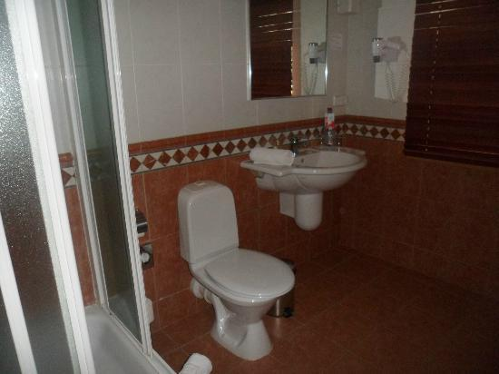 Amberton Cozy Hotel Kaunas: Bathroom