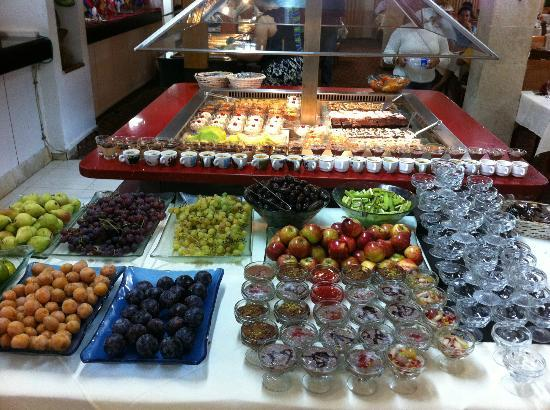 Ron Beach Hotel: Delicious buffets; always fresh and nicely presented