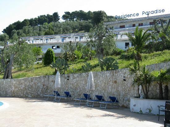 Residence Paradise: vista dalla piscina