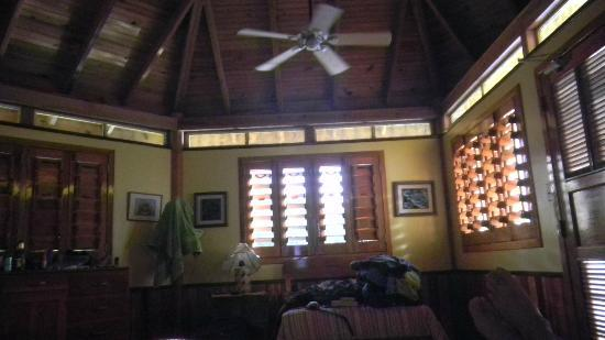 Mango Creek Lodge: Inside