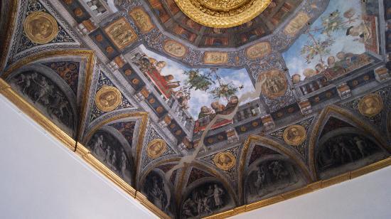 Palazzo di Ludovico il Moro (Palazzo Costabili): I magnifici affreschi dei soffitti