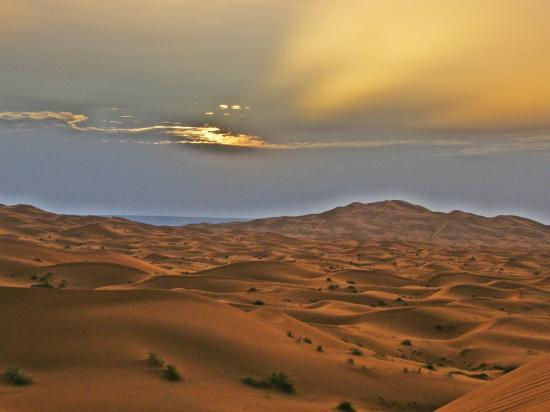 Hotel Kasbah Kanz Erremal: Nascer do sol no deserto