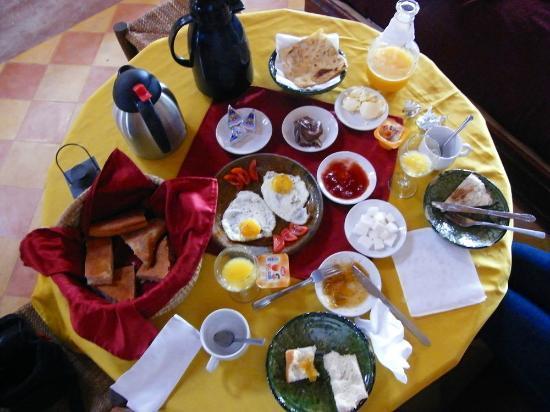 Hotel Kasbah Kanz Erremal: Pequeno Almoço