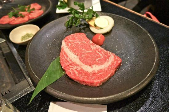 Yakiniku Hiroshi: The ribeye, actually has 2 different cuts