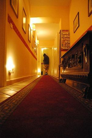 Colosseum B: Hallway