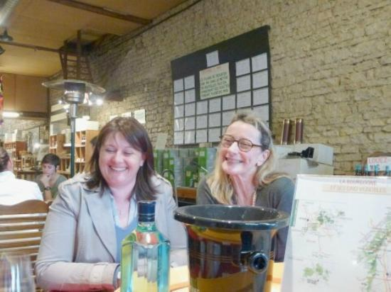 Aux Quatre Saisons Wine Tours : Stephanie and Nicole