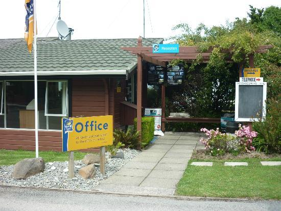 Akaroa TOP 10 Holiday Park: Reception