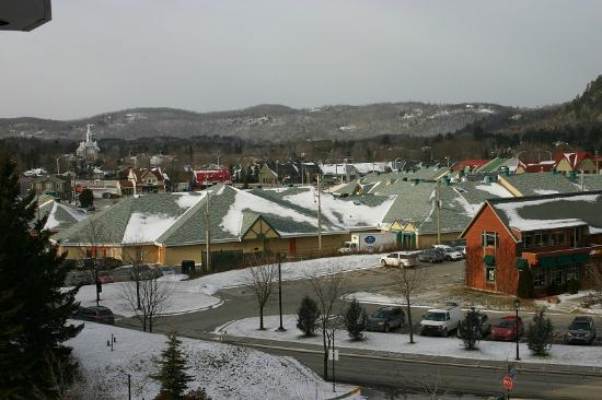 Hotel & Suites Les Laurentides: view of shopping center from hotel
