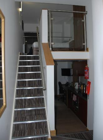 Richmond Place Apartments: Stairs up to bedroom, down to living area