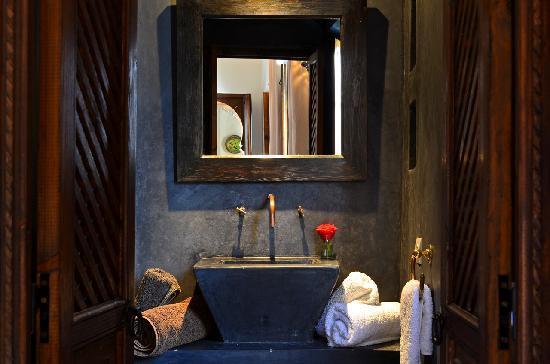 Riad Dar Zaman: Tadelakt bathroom La Carbone