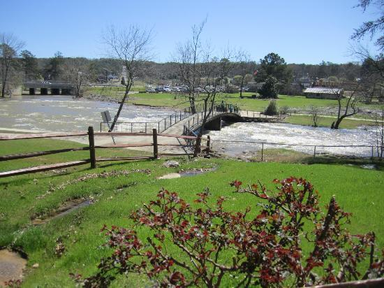 Noccalula Falls Park & Campground: Grounds