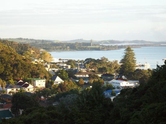 Allure Lodge Paihia : View of Paihi and the bay from our deck.