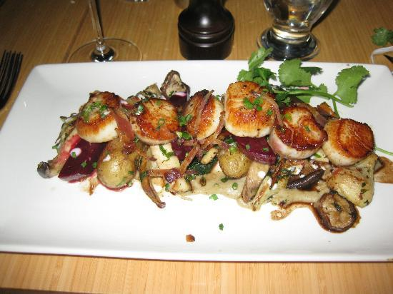 Fraser Cafe: An ocean's worth of scallops. Faaabulous