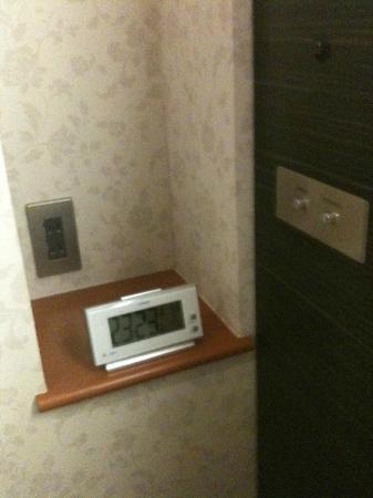 Hotel MyStays Hamamatsucho: bedside