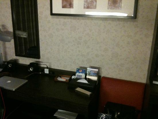 Hotel MyStays Hamamatsucho: desk