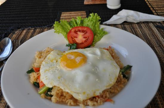 Legian Guest House: Indonesian Breakfast