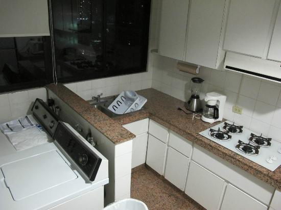 Aparthotel Torres de Alba: Kitchen and Laundry