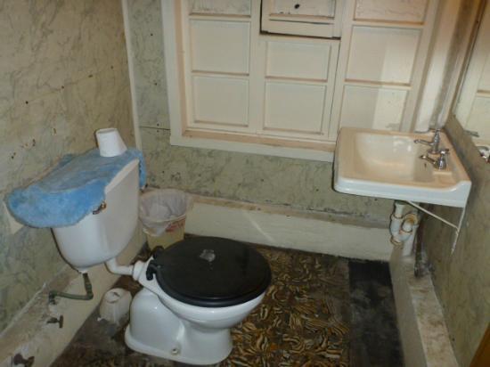 Hostal Hellwig: bathroom 2