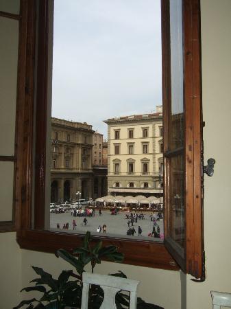 B&B Repubblica : 食堂から見るレプッブリカ広場